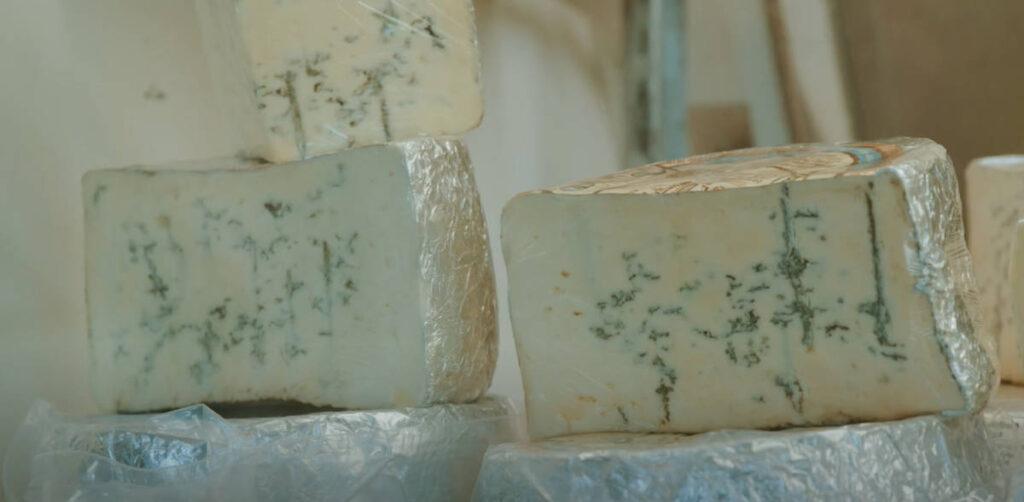 rogue creamery image - rogue creamery blue cheese closeup